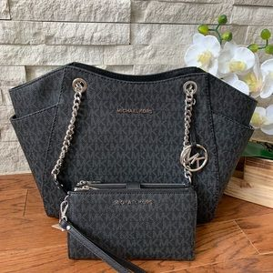 Michael Kors Chain Shoulder And Wristlet
